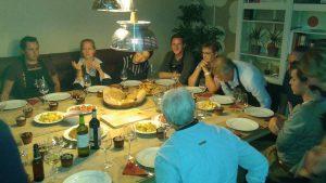 eten samen voerstreek voeren aanschuiftafel